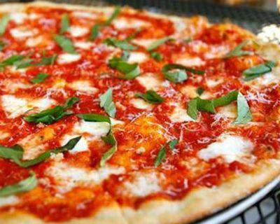 Тесто для пиццы: Полтора стакана пшеничной муки Треть стакана тёплой воды Четверть стакана любого масла растительного Чайная ложечка разрыхлителя Соли морской пол чайной ложечки