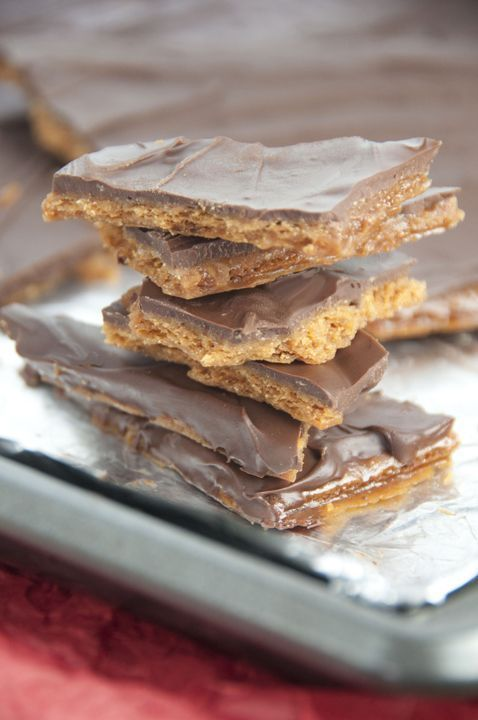 Chocolate Graham Cracker Toffee | Wishes and Dishes