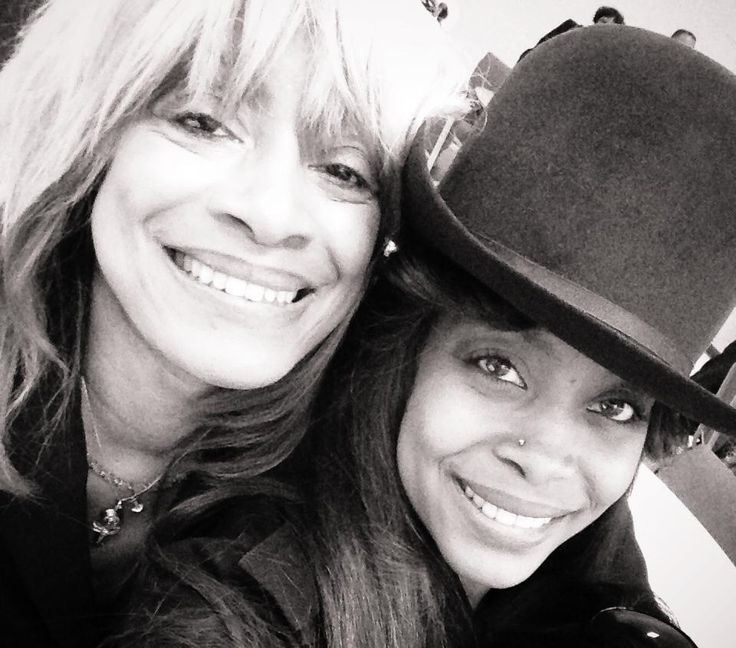 Erykah and her mother http://fr.pinterest.com/adinaebony/