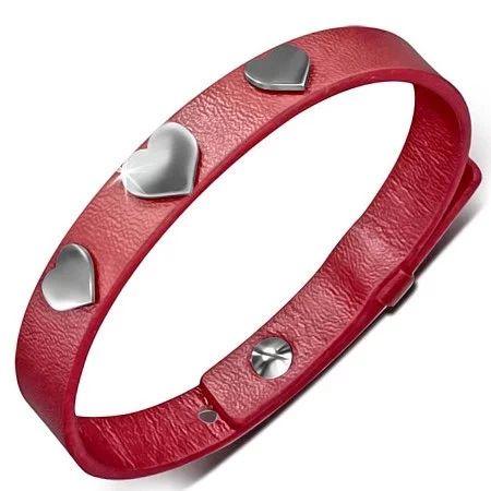 Dámský červený náramek zdobený srdíčky. Náramek je vyrobený z kvalitní umělé kůže