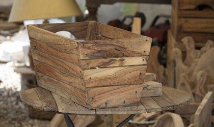 Cassetta portaoggetti in legno d'ulivo, finitura naturale. Disponibile anche in finitura lucida.
