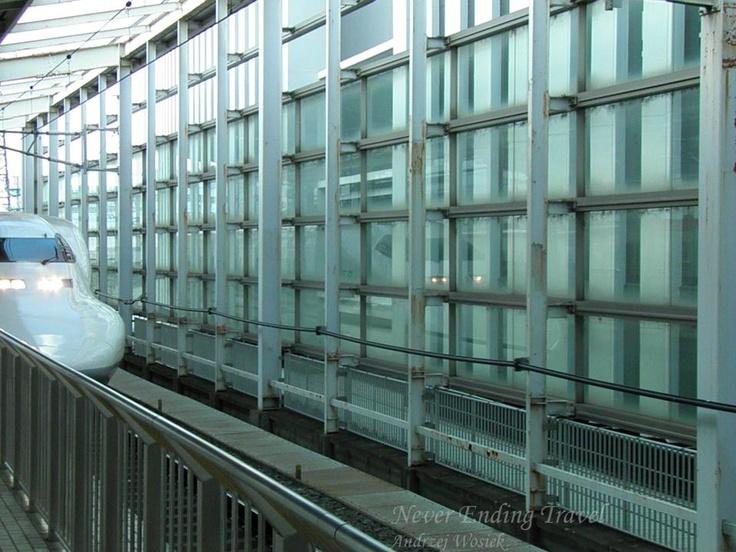 """Shinkansen // 新幹線 new trunk line // The Shinkansen ogólnojapońska sieć linii kolejowych, stworzona specjalnie dla superszybkich pociągów. // also known as the """"Bullet Train"""", is a network of high-speed railway lines in Japan photo made by Andrzej Wosiek"""