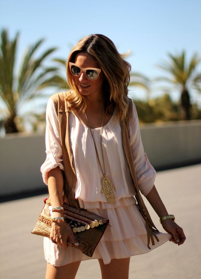 0fcea5b40aae2 Style boheme chic robe boheme longue une robe blanche tendance 2018 idée  vetements stylés