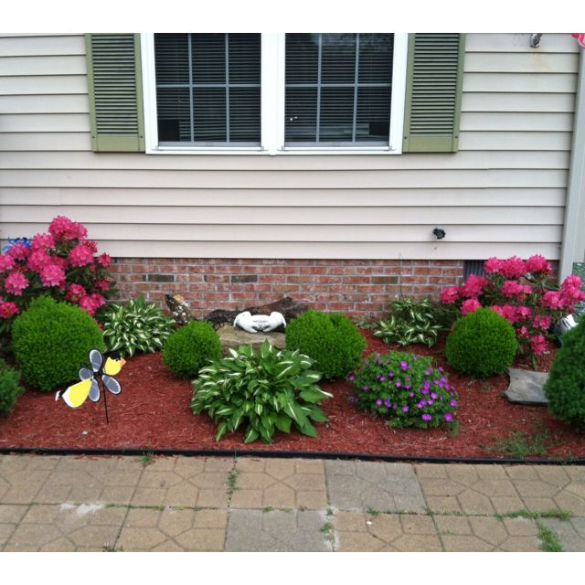 25 best simple landscaping ideas on pinterest for Small flower garden in front of house