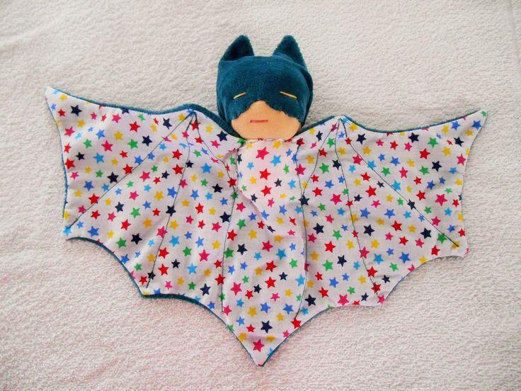 Doudou super héros, chauve souris, bat doudou bleu pétrole : Jeux, jouets par petites-chiffonneries