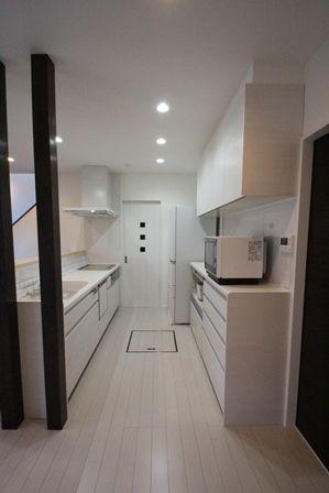 キッチン奥には、パントリー。 食器などを収納。