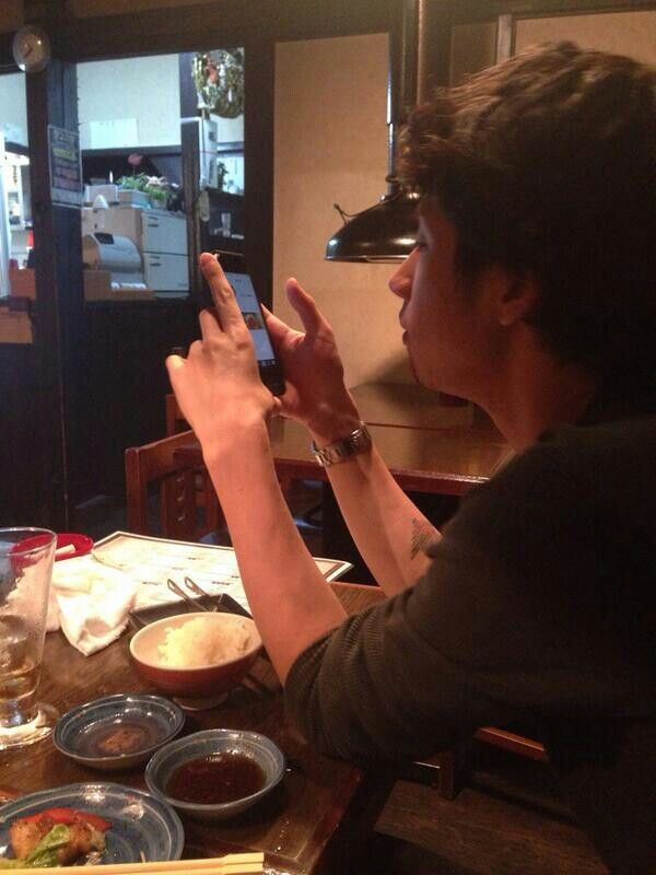 Taka trying his new Instagram Cr: Jamil Twitter