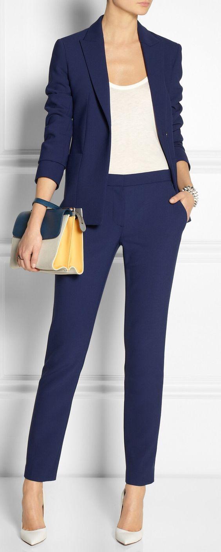 Το navy blue , μετά το καμηλό πάντα, είναι το πιο elegant χρώμα που υπάρχει, ειδικά όταν αναφερόμαστε στο ντύσιμο μας....