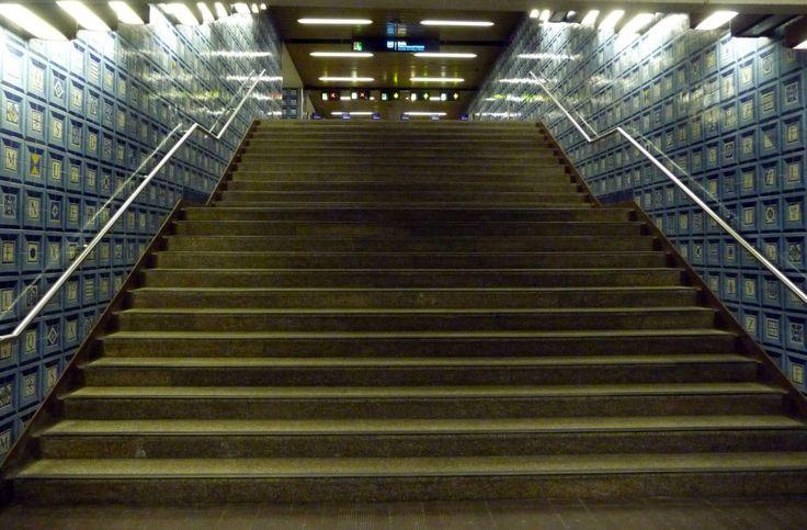 Manuel Cargaleiro | Estação Colégio Militar-Luz | Metropolitano de Lisboa | 1988 /// Manuel Cargaleiro | Station of Colégio Militar-Luz | Lisbon Underground | 1988 #Azulejo #ManuelCargaleiro #MetroDeLisboa