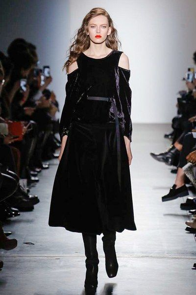See the complete Zero + Maria Cornejo Fall 2017 Ready-to-Wear collection.