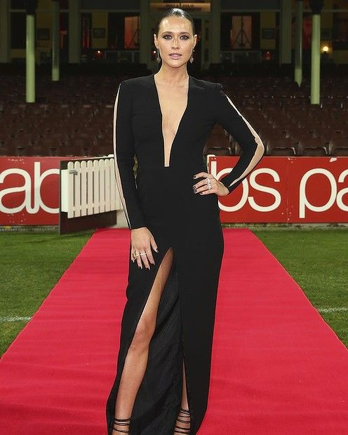 BEST SPLIT: #CLEMENTINEMCVEIGH. Another Sydney showing, Clementine works that height to her best advantage with a simple, black draped dress that lets the leg split and the slashed chest do the talking. I love that she's gone for slicked back hair to really let her skin be the star.  #Brownlow2014 #Brownlowredcarpet