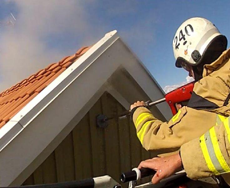 Nasazení hasicího systému ColdCut Cobra při hašení požáru podle taktických opatření v různých situacích.