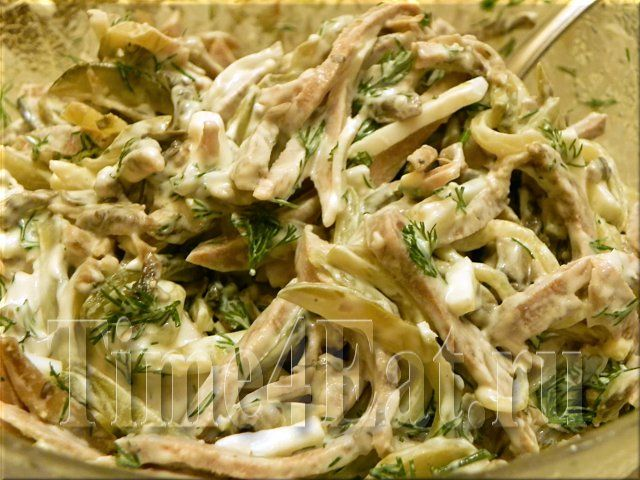 Салат с языком, грибами и маринованными огурчиками