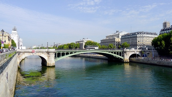 The Pont d'Arcole is a bridge in Paris over the River Seine. It is served by the Metro station Hôtel de Ville. The bridge is also historically notable in that it was over this bridge that the first tanks of Général Leclerc's 2nd Armored Division rolled on their way to the place de l'hôtel de ville during the Liberation of Paris in August 1944.