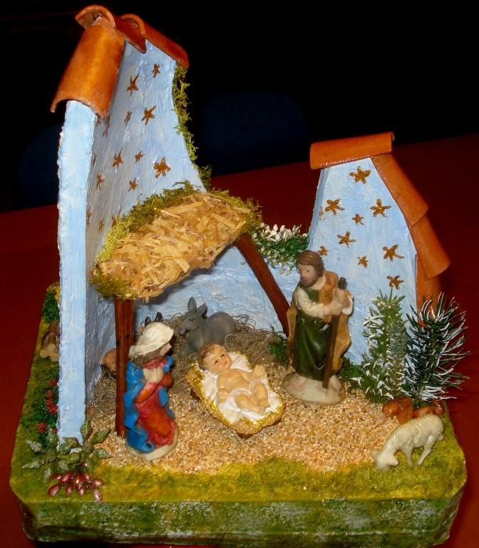 Scena natalizia ambientata in un vecchio coppo.