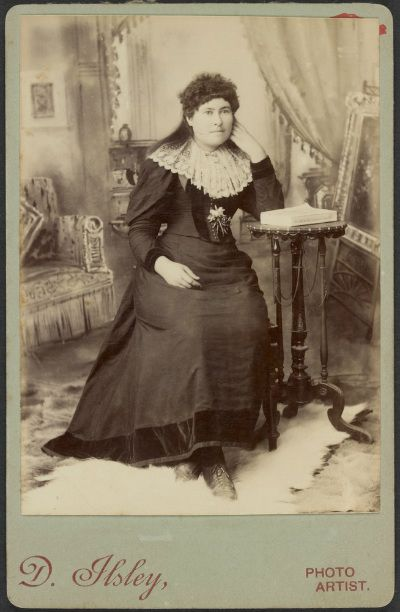 Ned's sister, Maggie Skilling, who tried to organize his defense. Black hair.