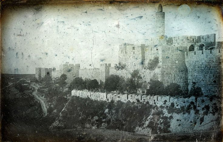 Joseph Prangey - Jerusalem, Jaffa Gate, 1844. Legend has it that the last conqueror of Jerusalem to enter the city through them. During the visit of the German Emperor Wilhelm II in 1898, the Turks broke the wall just to the right of the gate, so that the emperor decided that he entered the Jaffa Gate. In 1917, the commander of the British troops, General Allenby entered the Jaffa Gate on foot-out of respect for the city.