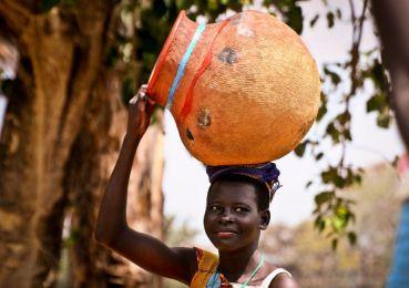 Shona girl carrying a water pot