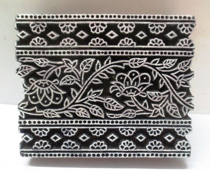 INDIAN WOODEN HAND CARVED TEXTILE FABRIC PRINTER BLOCK STAMP FLOWER DESIGN .   NICE COLLECTIBLE ITEM.  LOOK AT THE PHOTOGRAPHS FOR DETAILS AND CONDITION.  SIZE:- 13 X 10.5 X 4 CMS  WEIGHT:- 294 GRAMS