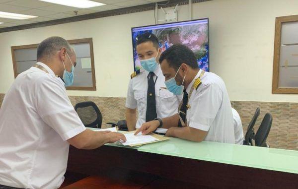 ماذا تعرف عن قائد الطائرة الخفي المرحل الجوي مهندس تخطيط الرحلة ومتابعتها حتى وصولها وجهتها تقرير Tour Guide Tourism Tours