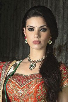 Necklace and earrings in gold plated with vilandi stone, ruby and emerald