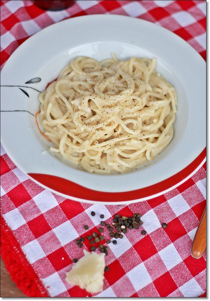 Spaghetti Cacio e Pepe – Spaghetti with pecorino and black pepper