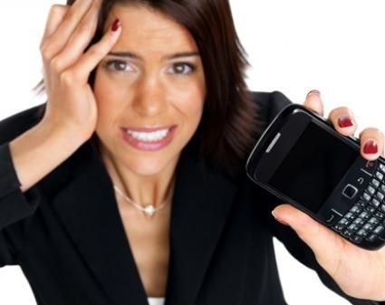 Nomofobia: Miedo a estar desconectada.  Cada día crece el número de personas que siente que no puede vivir sin su celular y las mujeres son más propensas a sentir miedo solo de pensar que pueden perder su teléfono móvil.