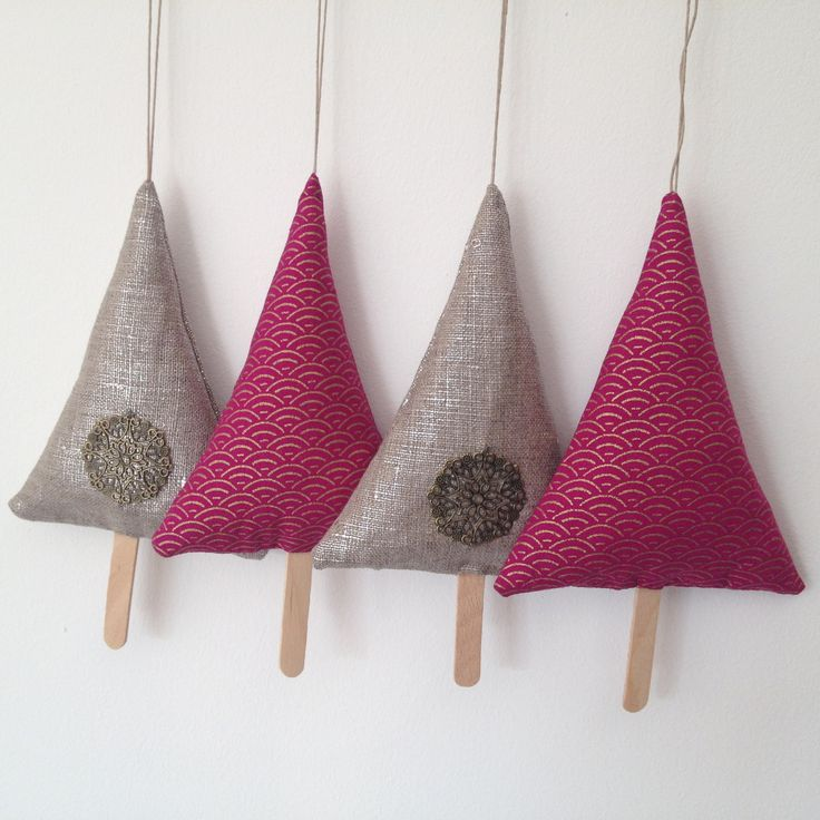 4 sapins d corations de no l en lin lam et tissu for Decoration de porte en tissu