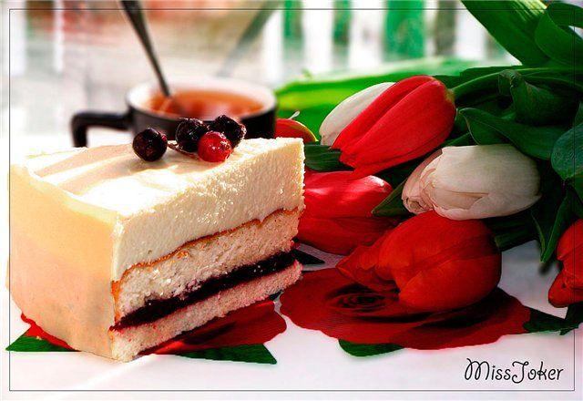 Бисквитный торт с шоколадно-сливочным муссом и черной смородиной Весенний поцелуй. Рецепт c фото, мы подскажем, как приготовить!