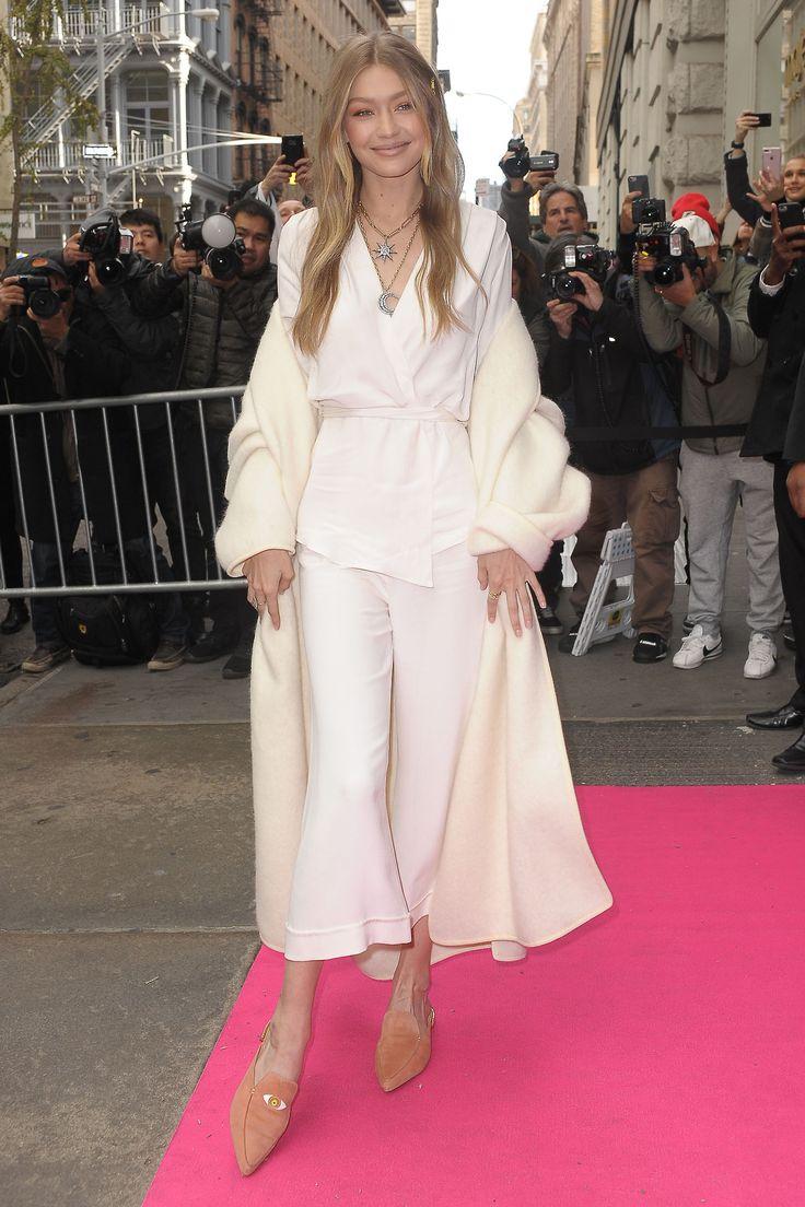 Gigi Hadid || Stuart Weitzman Pop-Up Event in NYC (November 15, 2017)