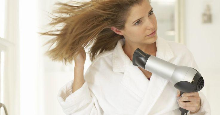 Perigos oferecidos por secadores de cabelo iônicos. Secadores de cabelo iônicos estão entre os acessórios mais modernos do mercado de beleza. Pesquisas mostram que eles dão brilho aos fios e são capazes de reduzir o frizz (encrespamento dos fios). Entretanto, esses aparelhos oferecem os mesmos riscos que os secadores convencionais.