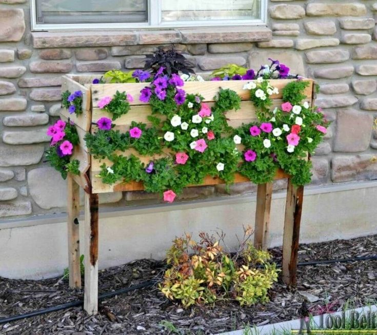 58 Inexpensive Diy Planter With Pallet Cascading Planter 400 x 300