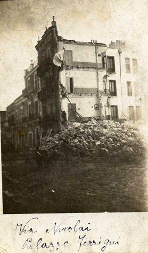 """Foto di Luciano Maggida """" Bari tanto tempo fa """"http://www.facebook.com/baritantotempofa    Era Tanto tempo fa Rovine e sassi era tanto tempo..."""