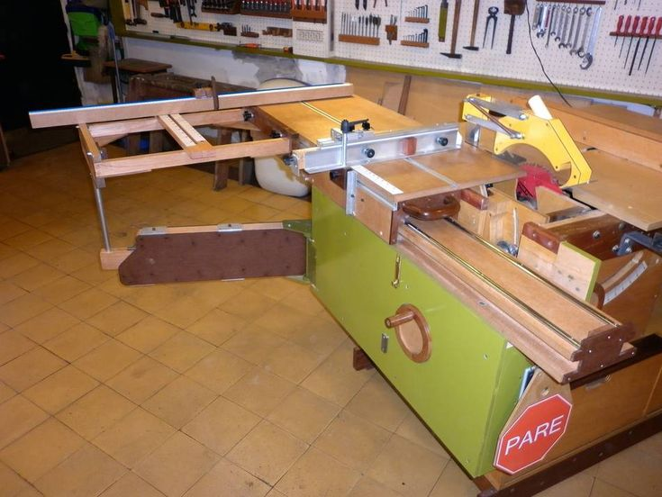 Hector's homemade format-style table saw