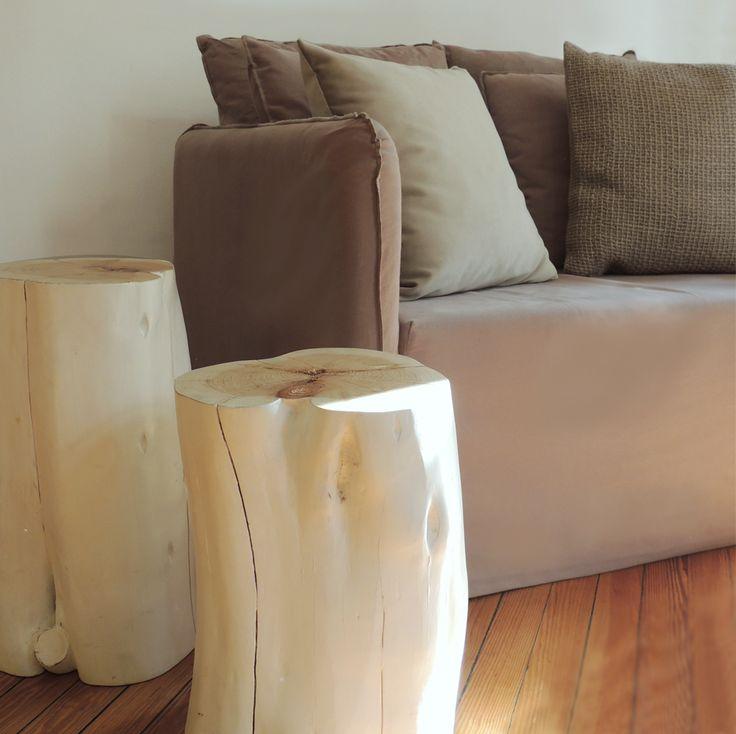 Poltrona Hawaii y banquitos de madera en blanco. #solsken www.solsken.com.ar