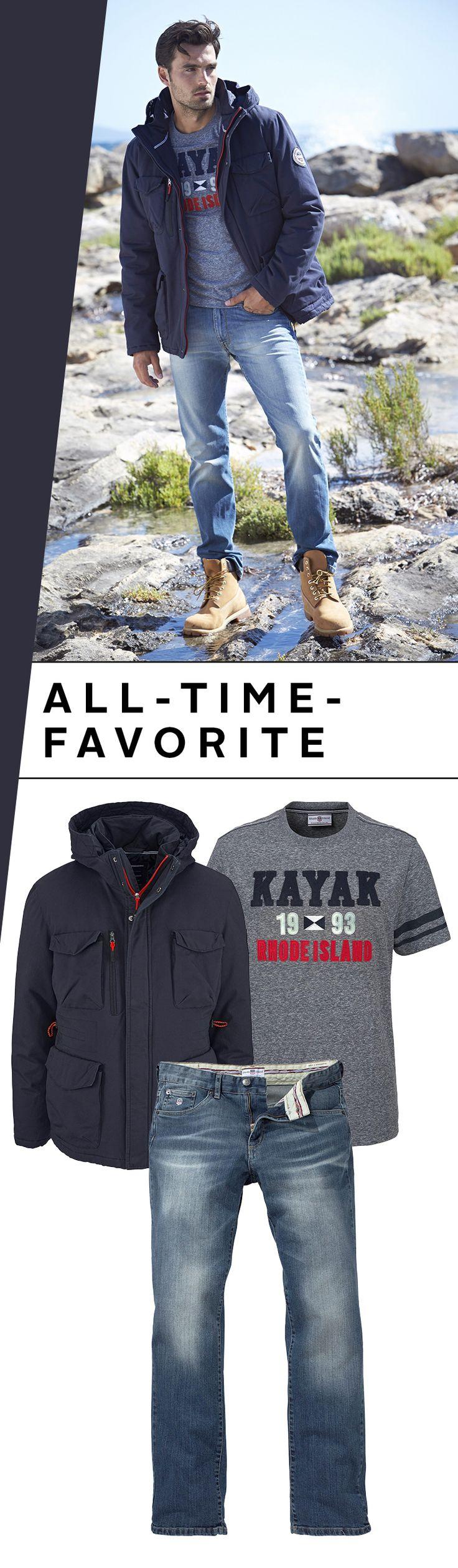 """Der Jeans & Shirt-Look für Männer ist wie der Song """"Last Christmas"""" zur Weihnachtszeit: Er ist einfach nicht wegzudenken! Hier kommen die Alltime-Favorites von Rhode Island in Form eines coolen Frontprint-Shirts, einer gemütlichen Jeans und der wärmenden Langjacke."""