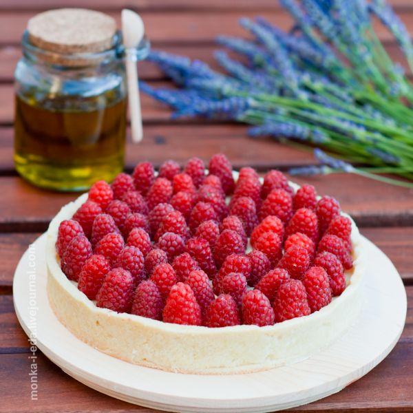 Тарт с оливковым ганашем и малиной