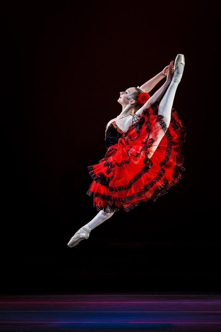 Jumping Forward | Photo By Jose Lopes-Moreno