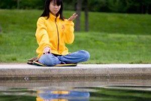 Ny studie: Kan mediterandes positiva tankar påverka hur andra människor mår? | Epoch Times Sverige