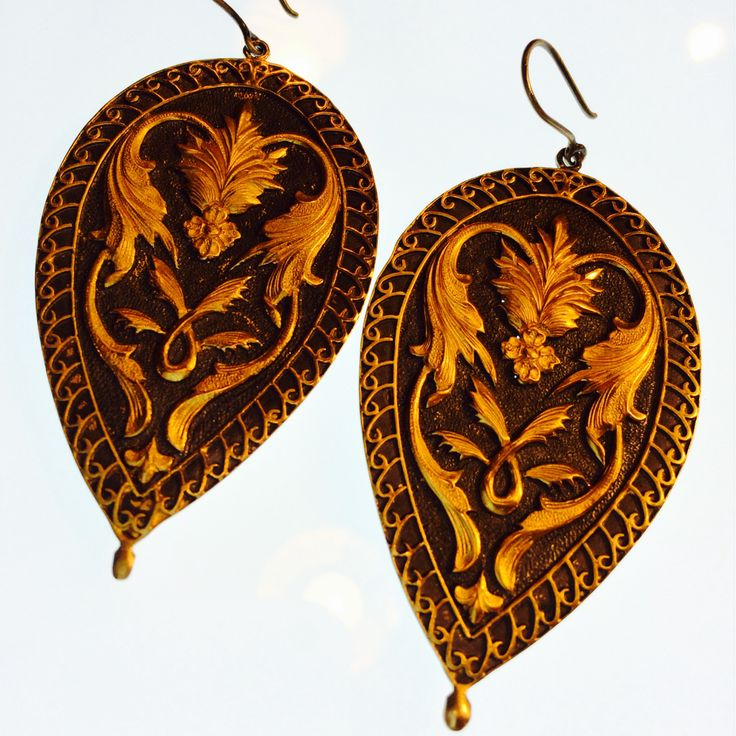 Large baroque motif gold earrings