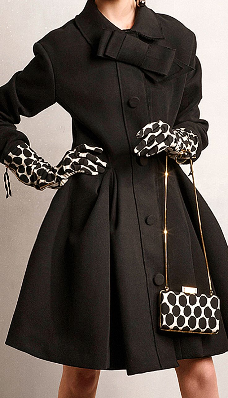 Lanvin Pre-Fall 2014 Bag and Gloves http://www.vogue.com/fashion-week/ #Blackandwhite #Rowallan