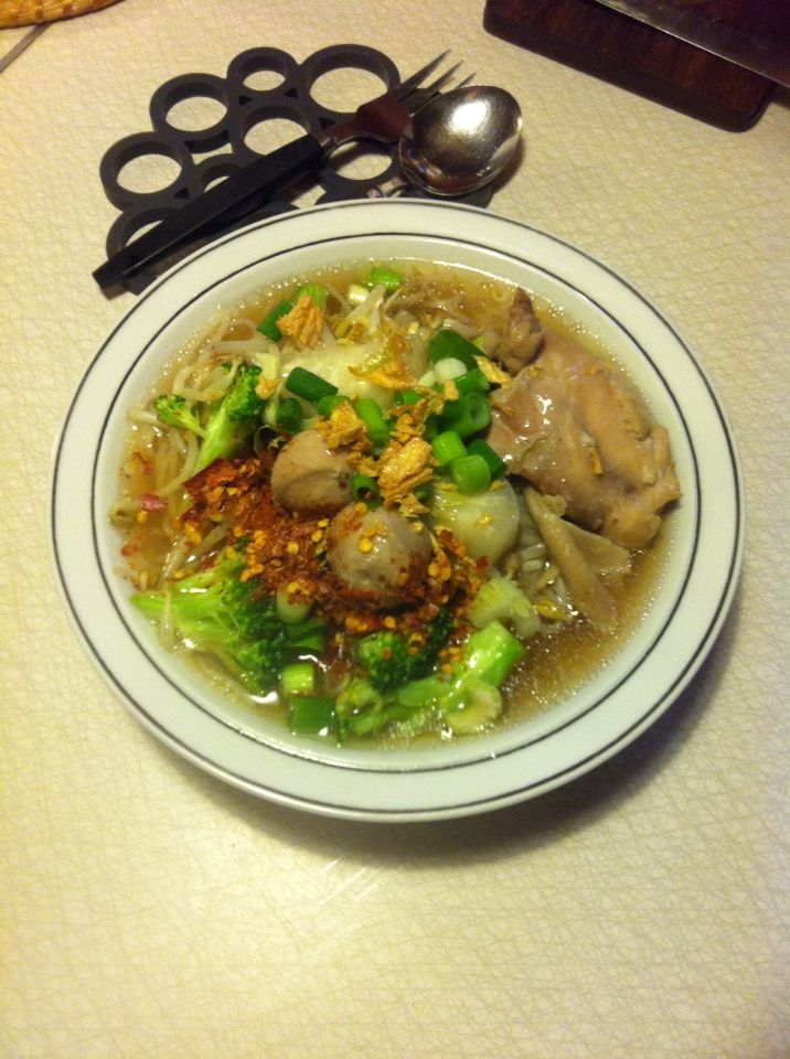 Noodles soup with chicken and porkballs in Thai style