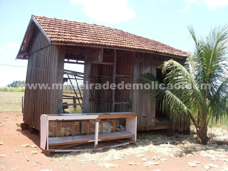Casas antigas, de onde são extraídas as tábuas para elaboração de móveis rústicos e outros produtos em madeira de demolição.