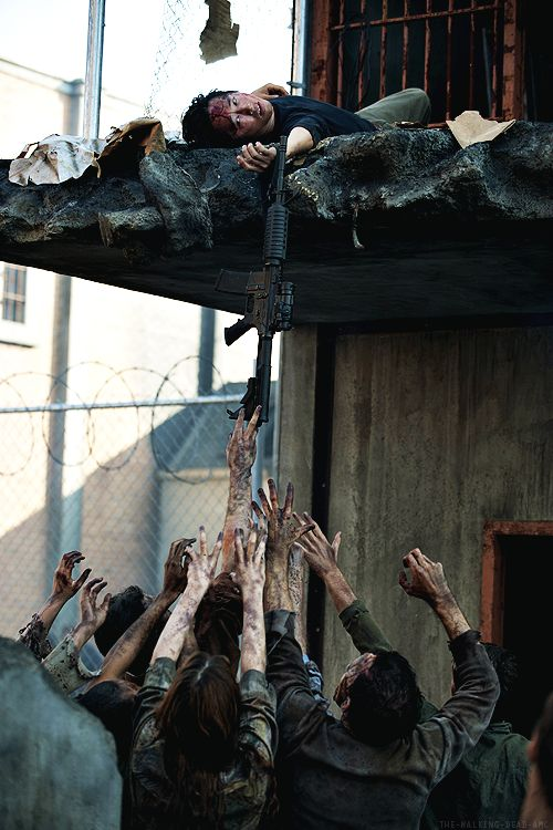 "The Walking Dead 4x10 ""Inmates"""