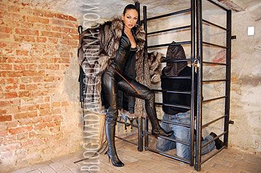 From the 9th -11th October 2015 Madame Catarina will be holding a very special event at the hidden torture farm just south of Berlin. Over the three days and nights she will be joining forces with the amazing Lady Stella to provide a unique and immersive slave experience.  Details of the event are available in German, English and Italian together with booking forms are available at Madame Catarina's new website http://hiddentorturefarm.com/