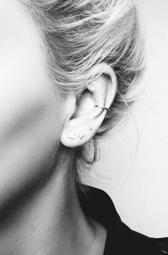 Currently channeling these small studs and thin ear cuff jewelry look