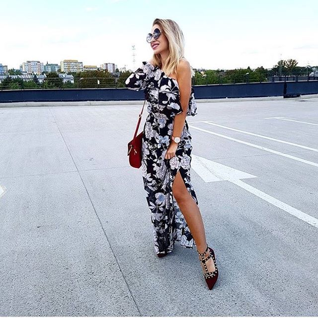 @karolina.banas w naszej maxi sukience 😍😍 Uwielbiamy! ❤️ Trwa RABAT -20% na wszystko 👌👌 hasło: szalenstwo17 🍂🍂 #dress #maxi #sukienka #love #polishgirl #girl #blonde #fashion #ootd #style #great #skleponline #shopping #onlinezakupy #mosquitopl #blogger #outfitoftheday