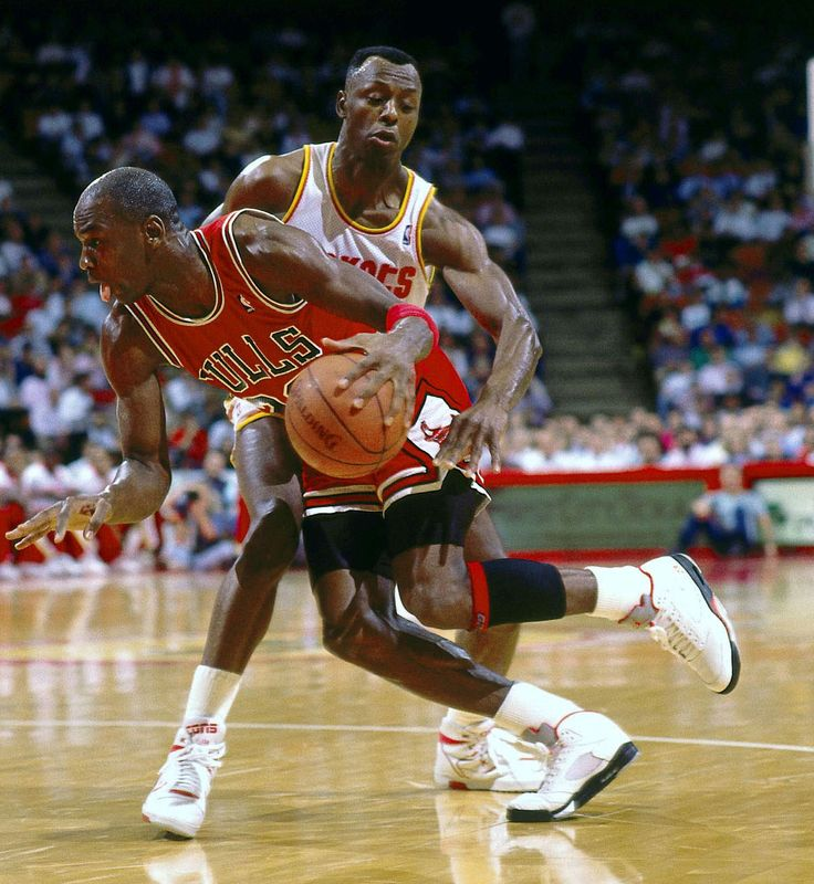 michael jordan king of the court The greatest game never played  in the king of the court, to finally answer a question that remained unanswered for so long: who's better—michael jordan or.