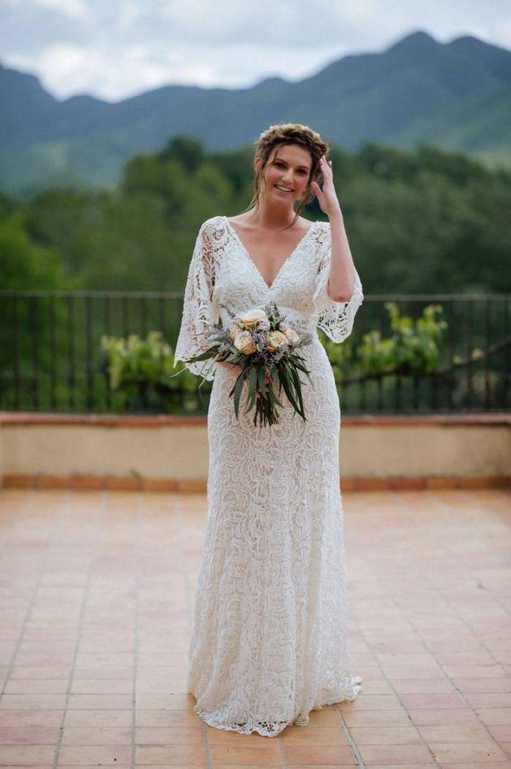 Boho Wedding Dress In 2021 Curvy Wedding Dress Boho Wedding Dress Etsy Boho Chic Wedding Dress [ 1105 x 735 Pixel ]
