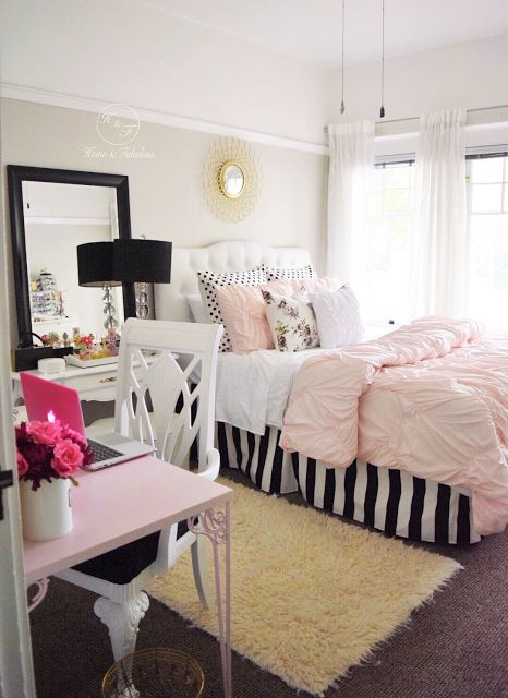 This little bedroom is decorated simply, but still makes a big impact. Love the pink and black!